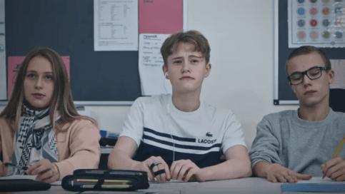 Elever med lässvårigheter missgynnas när det visas utländsk film i skolan