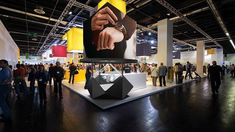 Realfiction lanserar Dreamoc Diamond – en ny elegant mixed reality-skärm för utställningar, gallerior och flygplatser