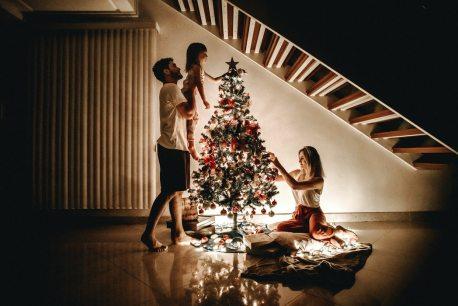 Svenskarna lägger mindre pengar men mer omtanke på julklappar i år 1