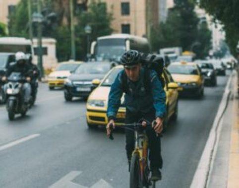 Antalet människor i storstädernas morgonrusch minskar under sportloven