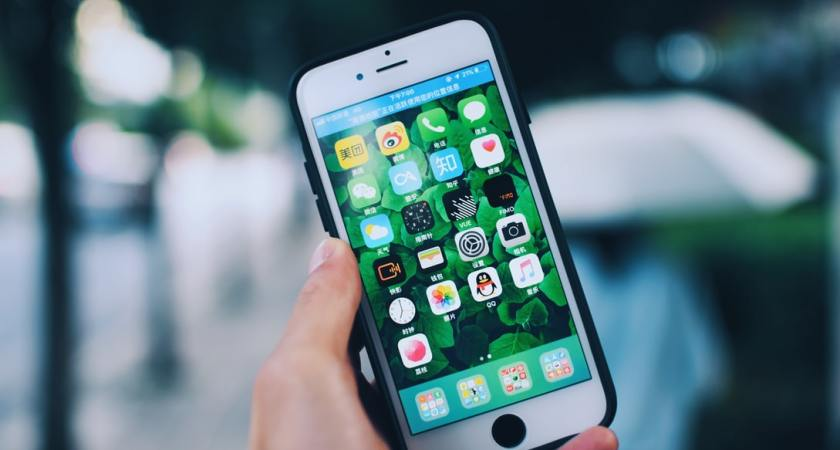 Undersökning visar: Lågt smartphonesanvändande bland äldre seniorer
