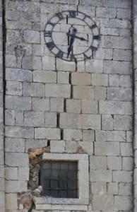 Orologio fermo a L'aquila, 6 aprile 2009