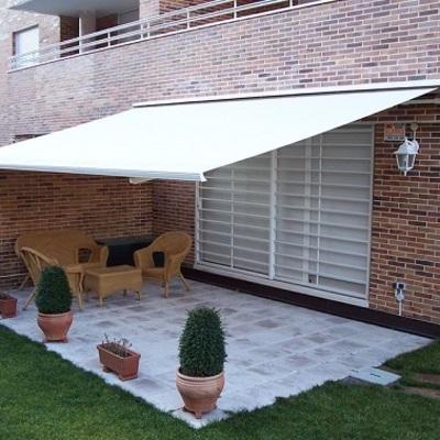 Completano l'offerta anche una vasta selezione di zanzariere per finestre e porte finestre, oltre che tapparelle elettriche o manuali. Quanto Costa Riparare Le Tende Da Sole Habitissimo