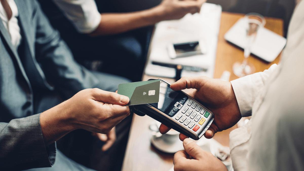 Senado aprova programa de crédito para micro e pequenas empresas via maquininha