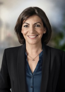 «Anne Hidalgo, février 2014» de Inès Dieleman - released by Inès Dieleman - Wikimedia Commons
