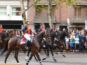 12_de_octubre_de_2014_en_Madrid._Desfilando_la_Guardia_Civil,_en_el_Paseo_del_Prado