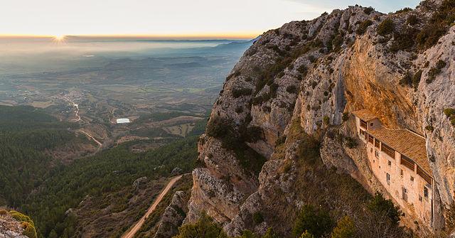 640px-Ermita_de_la_Virgen_de_la_Peña,_LIC_Sierras_de_Santo_Domingo_y_Caballera,_Aniés,_Huesca,_España,_2015-01-06,_DD_08-09_PAN