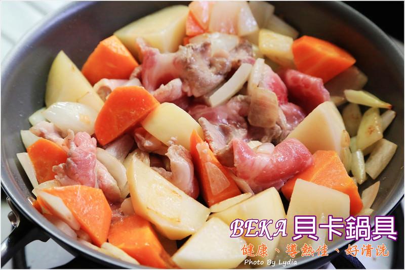 【邀稿食譜分享】BEKA貝卡鍋具讓老公變家庭煮夫了~試做馬鈴薯燉肉、鮮煎牛排、海鮮炒意麵、蝦仁滑蛋