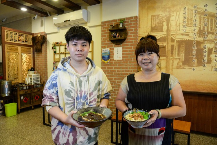 嘉義美食小吃 余媽媽老麵店 飄香40年在地老店 紅燒牛肉麵、美味魯肉飯必吃