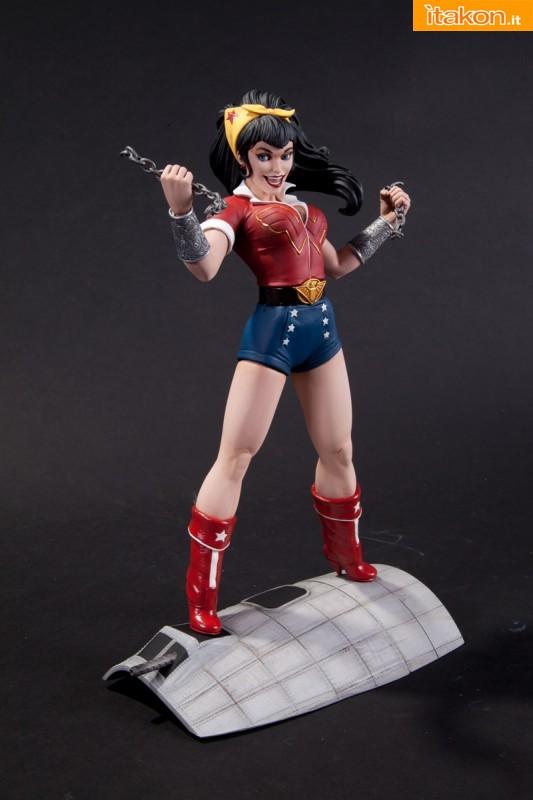 DC COMICS BOMBSHELLS: Wonder Woman e Supergirl - Prime foto ufficiali