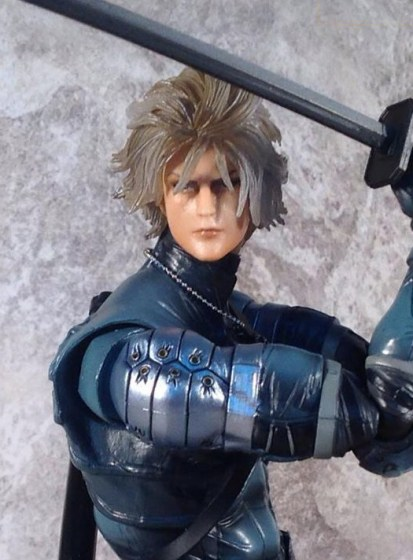 raiden-play-arts-mgs2-thumb