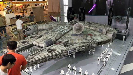 millennium-falcon-hot-toys-1-6-scale