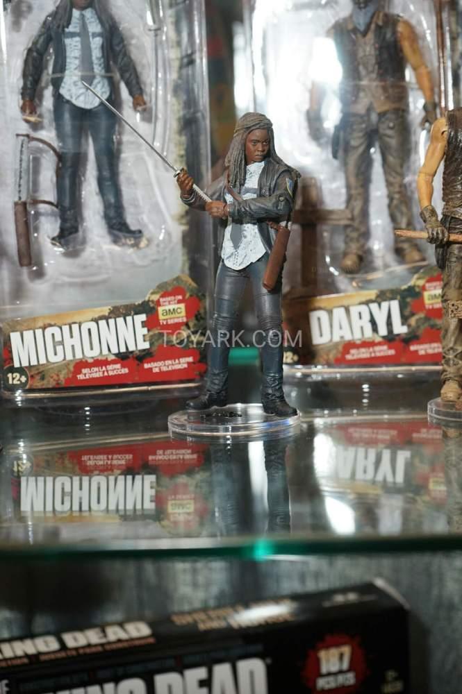 TF-2016-McFarlane-Walking-Dead-049