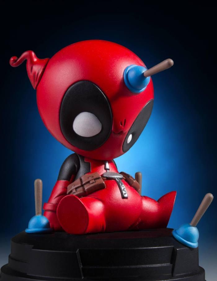 Gentle-Giant-Animated-Deadpool-Statue-001