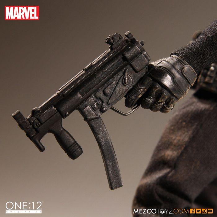 MezcoOne12-The-Punisher-010