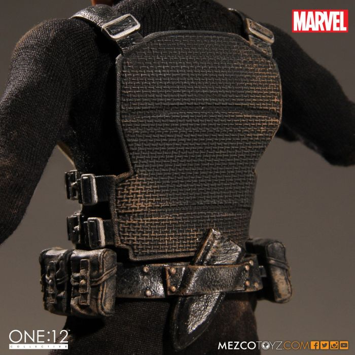 MezcoOne12-The-Punisher-011