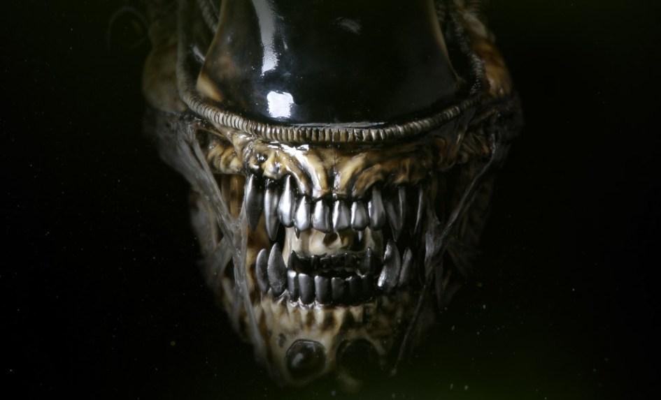 aliens-alien-warrior-life-size-head-coolprops-feature-902729-1