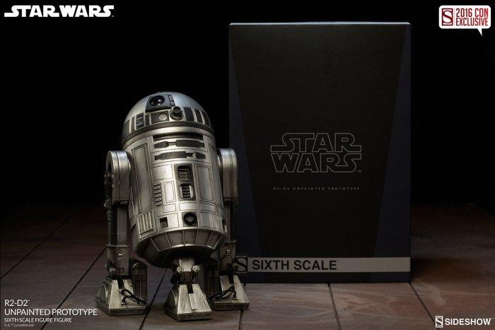 SDCC16-Sideshow-R2-D2-Figure009