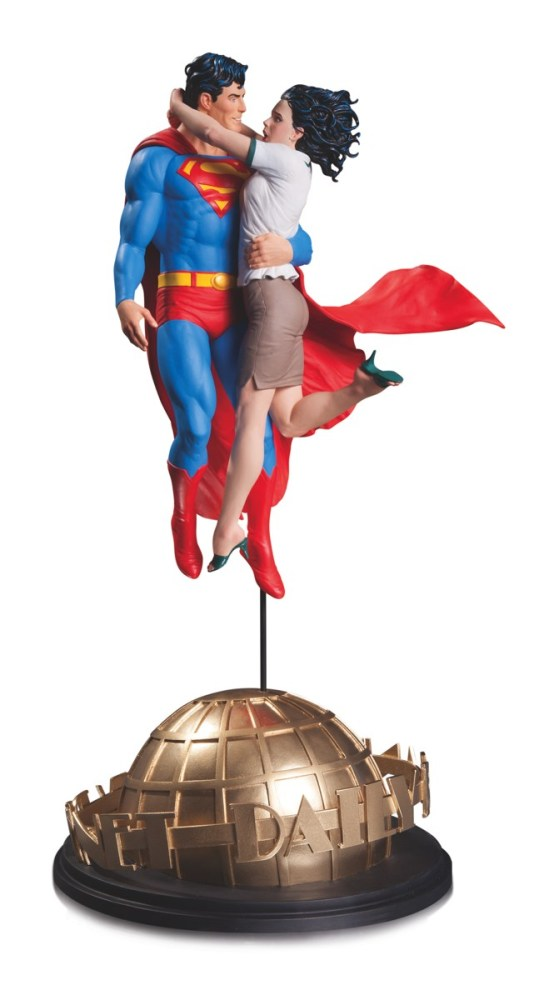 DCC-Superman-and-Lois-Lane-Statue