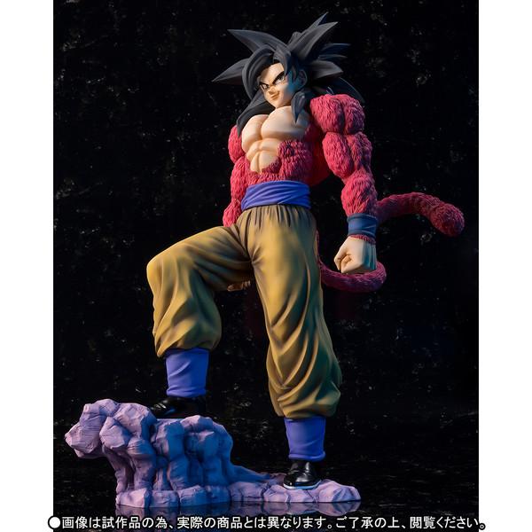 Goku_SSJ4_Figuarts_zero_Ex_Bandai (2)