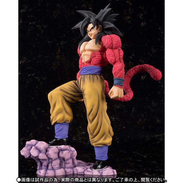 Goku_SSJ4_Figuarts_zero_Ex_Bandai (4)