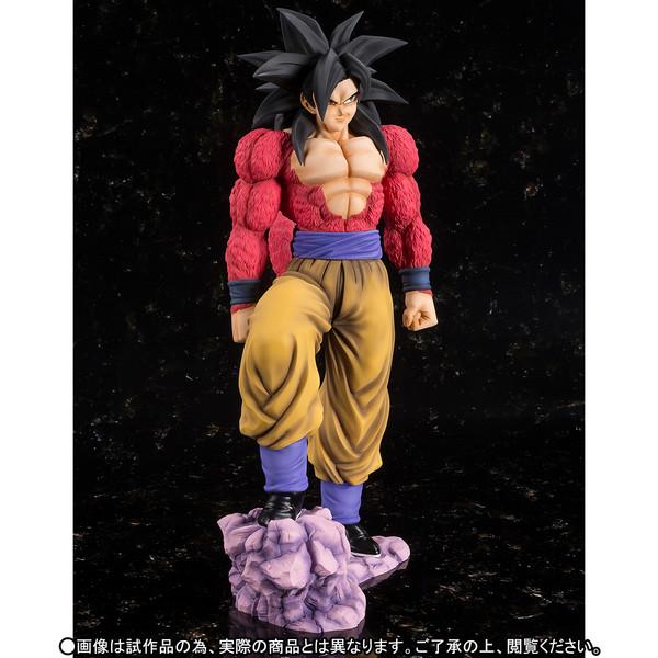 Goku_SSJ4_Figuarts_zero_Ex_Bandai (6)