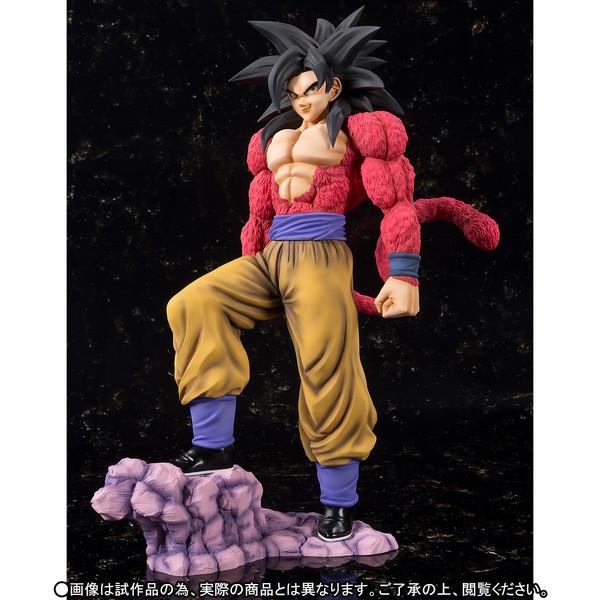 Goku_SSJ4_Figuarts_zero_Ex_Bandai (7)