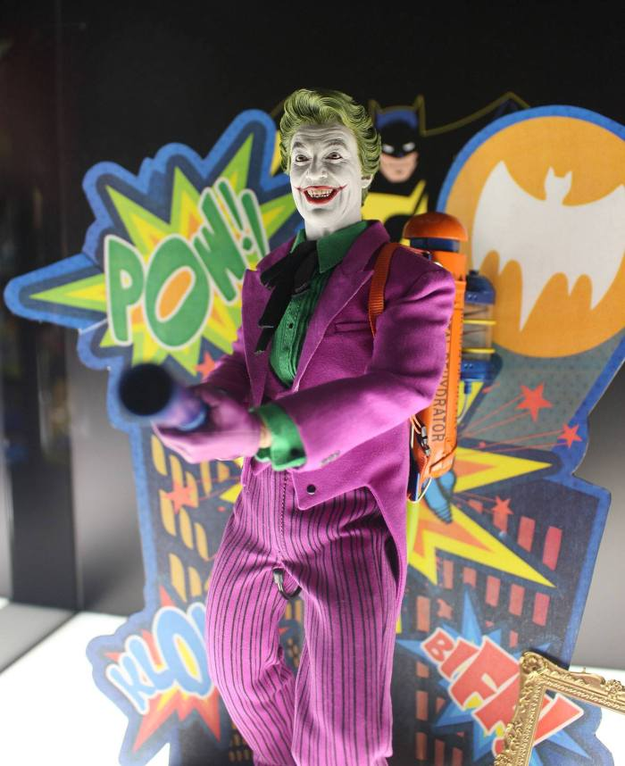 Joker-Classic-TV-Hot-Toys-003