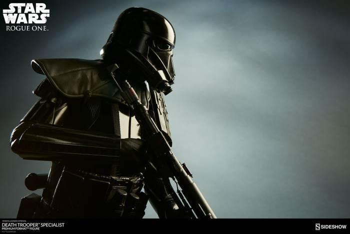 star-wars-rogue1-death-trooper-specialist-premium-format-300530-02