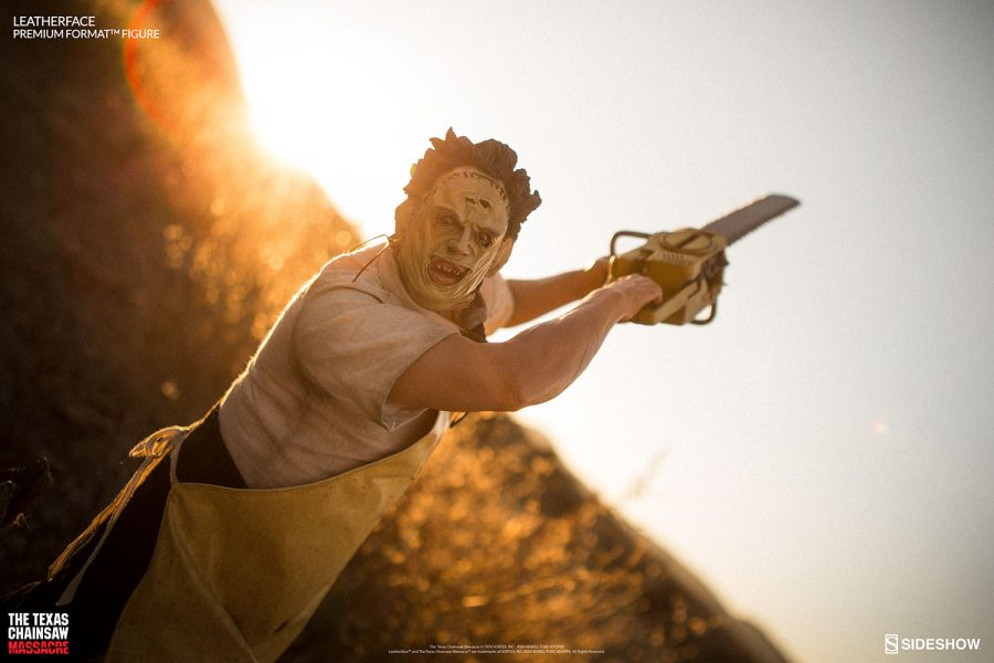 texas-chainsaw-massacre-leatherface-premium-format-300443-02-900x600