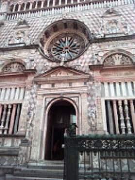 facciata rosea della Cappella Colleoni