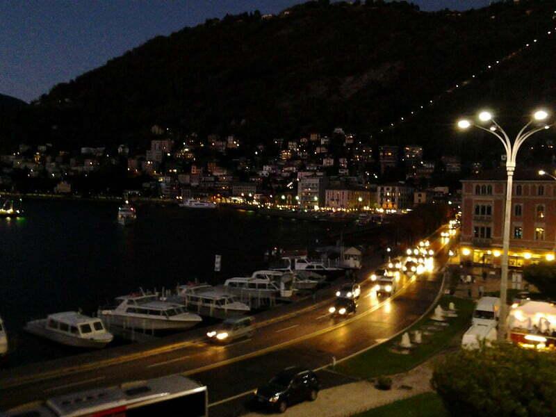 la magia del lago di Como di sera...