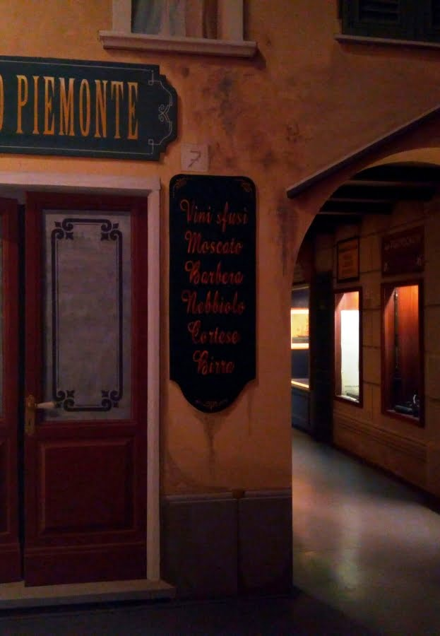 Museo del Mare di Genova interno - uno dei viali ricostruiti della Genova di fine '800