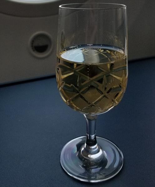 KLMオランダ航空のビジネスクラスで提供されたウェルカムドリンクのシャンパン