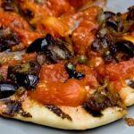 Grilled Pizza Puttanesca