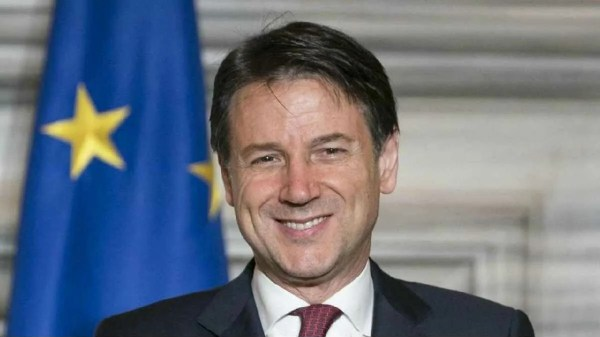 """Italianos poderão """"ir ao mar e montanhas"""" neste verão, diz premiê"""