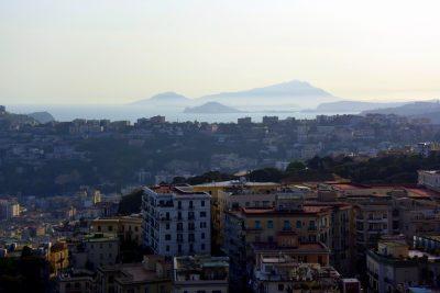 La collina del Vomero. Sullo sfondo si vedono il Capo Miseno e Ischia. Foto © Alina Zvonareva