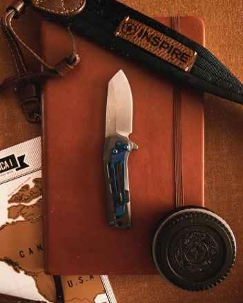 pocket knife cookie sandwich black leather sheath on brown leather flip case