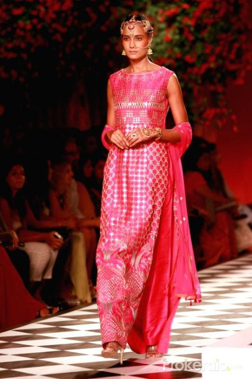 a-model-walks-the-ramp-displaying-an-outfit-by-438284