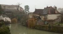 Semur-en-Auxois.