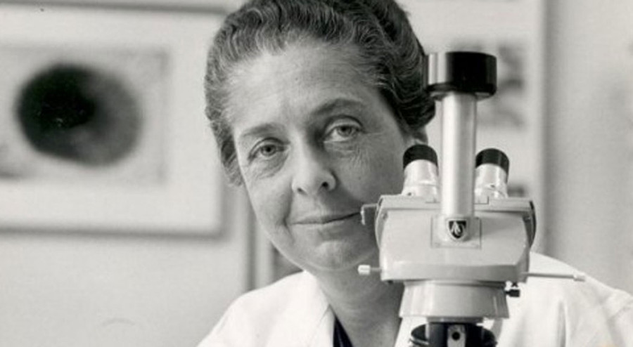Rita Levi Montalcini with microscope