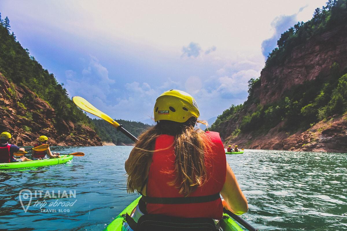 Kayaking in the Santa Giustina Lake in Val di Non
