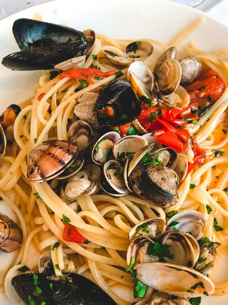 Spaghetti con le vongole - Best food in Naples ITaly