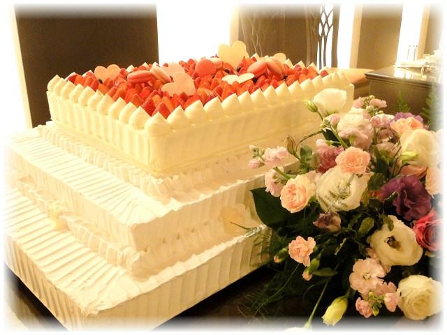 結婚式のケーキとお花