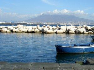 ナポリの港近く