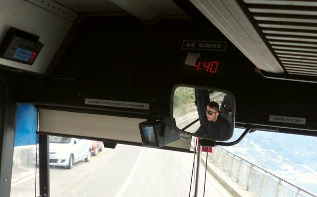 ラヴェッロ行きのバス