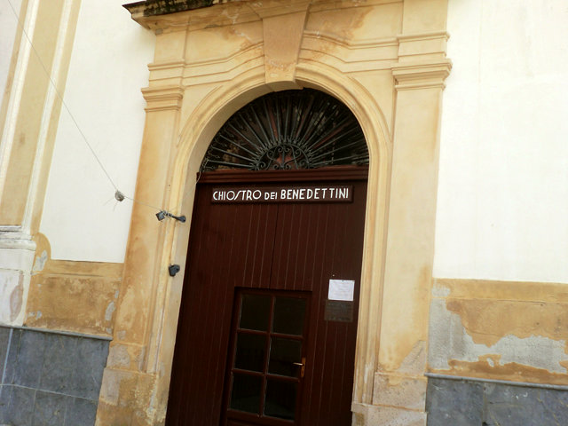 モンレアーレ回廊の入り口