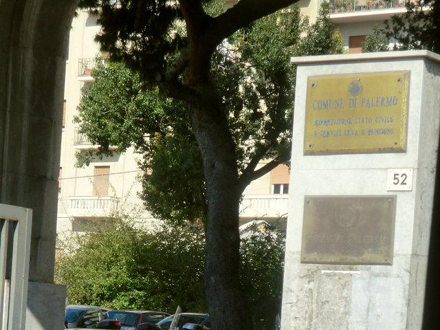 パレルモのモンレアーレ行きバス停