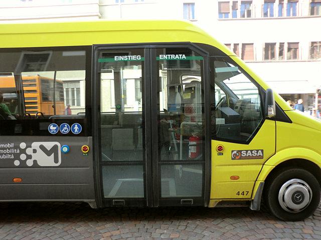 ロンコロ城行きバス