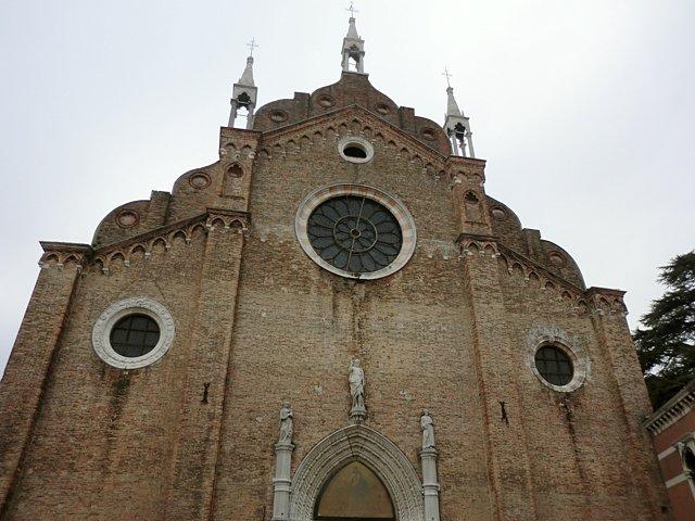 サンタ・マリア・グロリオーサ・デイ・フラーリ教会